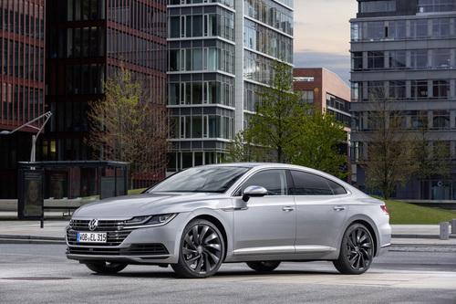 Фото автомобиля Volkswagen Arteon 1 поколение, ракурс: 45 цвет: серый