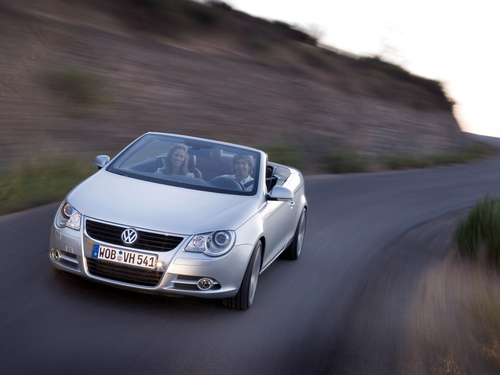 Фото автомобиля Volkswagen Eos 1 поколение, ракурс: 45