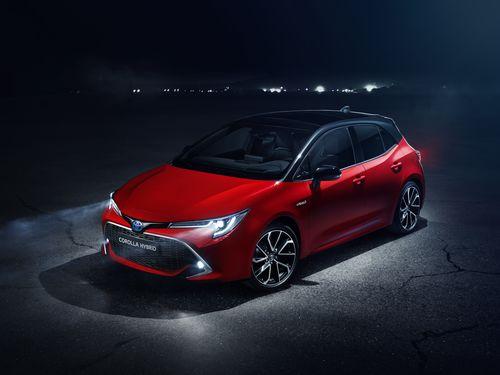 Фото автомобиля Toyota Corolla E210, ракурс: 45 цвет: красный