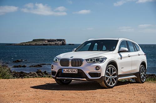 Фото автомобиля BMW X1 F48, ракурс: 45 цвет: белый