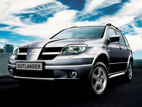 Фото автомобиля Mitsubishi Outlander 1 поколение, ракурс: 45 цвет: серебряный