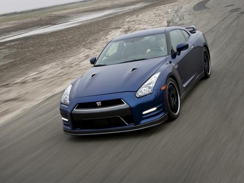 Фото автомобиля Nissan GT-R R35 [рестайлинг], ракурс: 45