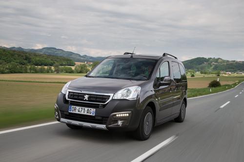 Фото автомобиля Peugeot Partner 2 поколение [2-й рестайлинг], ракурс: 45 цвет: коричневый
