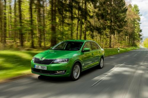 Фото автомобиля Skoda Rapid 3 поколение [рестайлинг], ракурс: 45 цвет: зеленый