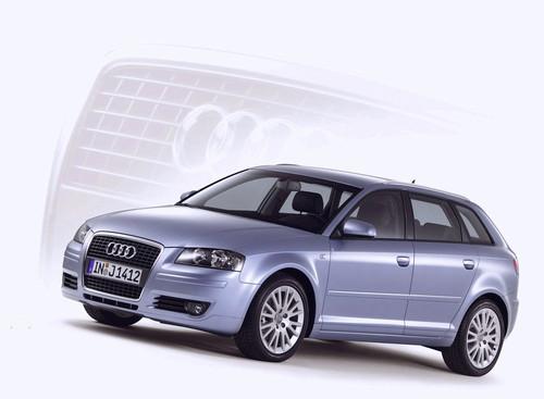 Фото автомобиля Audi A3 8P/8PA [рестайлинг], ракурс: 45 цвет: фиолетовый