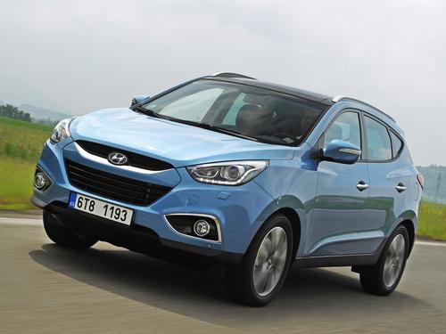 Фото автомобиля Hyundai ix35 1 поколение [рестайлинг], ракурс: 45 цвет: голубой