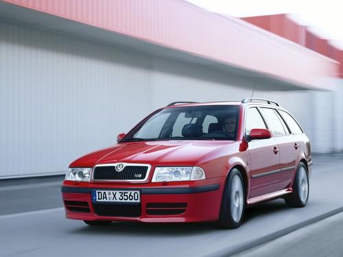 Фото автомобиля Skoda Octavia 1 поколение [рестайлинг], ракурс: 45 цвет: красный