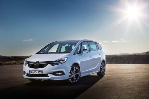 Фото автомобиля Opel Zafira C [рестайлинг], ракурс: 45 цвет: белый