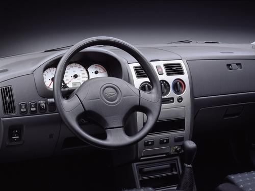 Фото автомобиля Daihatsu Sirion 1 поколение [рестайлинг], ракурс: салон целиком