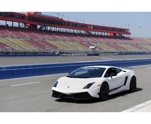 Фото автомобиля Lamborghini Gallardo 1 поколение, ракурс: 45 цвет: белый