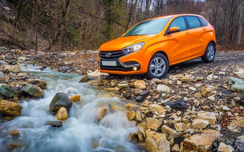 Фото автомобиля ВАЗ (Lada) XRAY 1 поколение, ракурс: 45 цвет: желтый