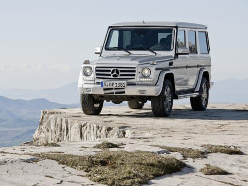 Фото автомобиля Mercedes-Benz G-Класс W463 [3-й рестайлинг], ракурс: 45 цвет: серебряный