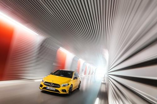 Фото автомобиля Mercedes-Benz A-Класс W177/V177, ракурс: 45 цвет: желтый