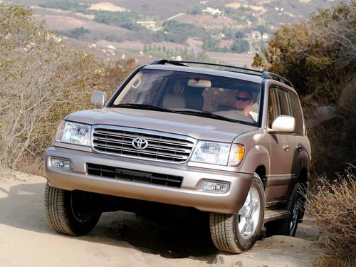 Фото автомобиля Toyota Land Cruiser J100 [рестайлинг], ракурс: 45 цвет: бежевый