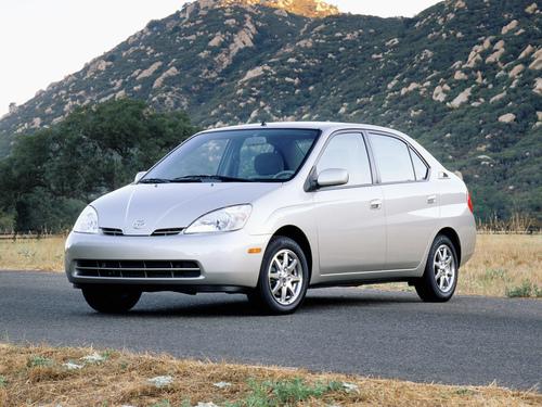 Фото автомобиля Toyota Prius 1 поколение, ракурс: 45