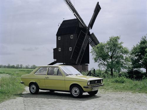 Фото автомобиля Volkswagen Polo 1 поколение, ракурс: 315