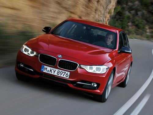 Фото автомобиля BMW 3 серия F30/F31/F34, ракурс: 45 цвет: красный