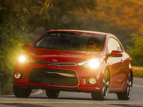 Фото автомобиля Kia Cerato 3 поколение, ракурс: 45 цвет: красный
