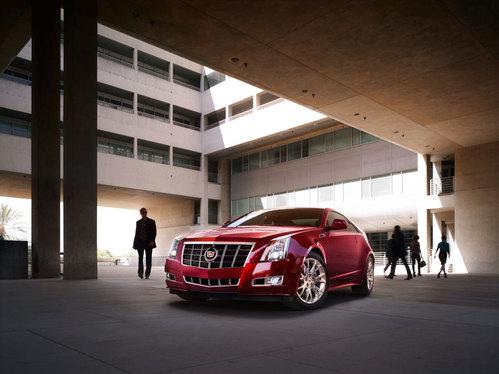 Фото автомобиля Cadillac CTS 2 поколение, ракурс: 45 цвет: красный