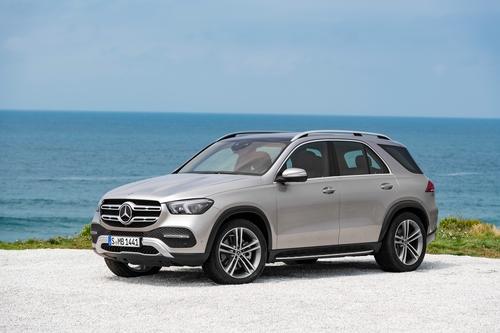Фото автомобиля Mercedes-Benz GLE-Класс V167, ракурс: 45 цвет: серебряный