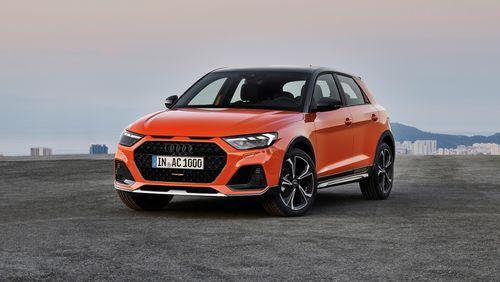 Фото автомобиля Audi A1 2 поколение, ракурс: 45 цвет: оранжевый