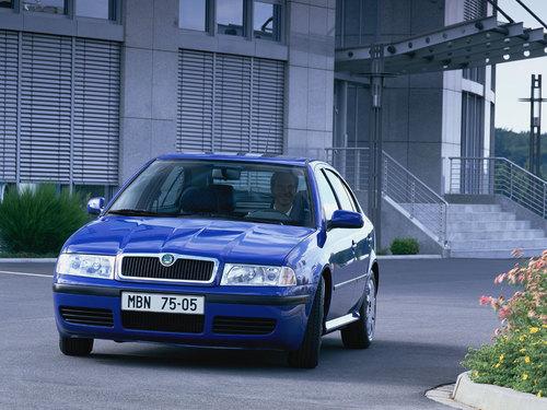 Фото автомобиля Skoda Octavia 1 поколение [рестайлинг], ракурс: 45 цвет: синий