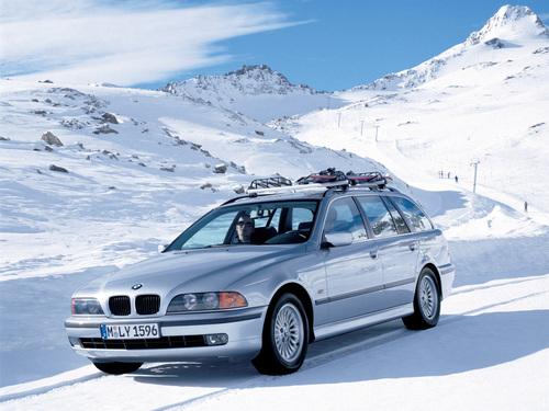Фото автомобиля BMW 5 серия E39, ракурс: 45 цвет: серебряный