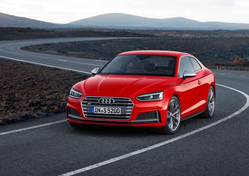 Фото автомобиля Audi S5 F5, ракурс: 45 цвет: красный