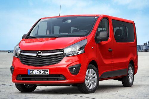 Фото автомобиля Opel Vivaro B, ракурс: 45 цвет: красный