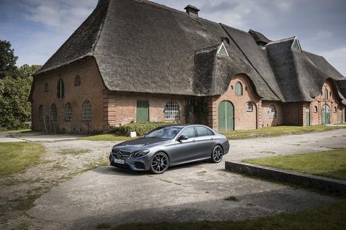 Фото автомобиля Mercedes-Benz E-Класс W213/S213/C238/A238, ракурс: 45 цвет: серый