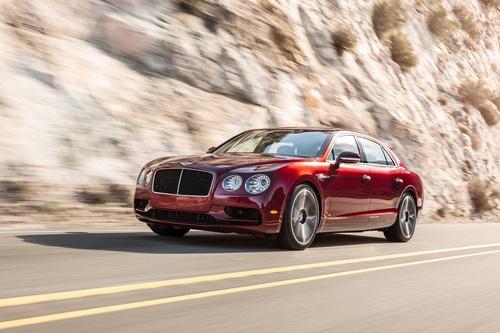 Фото автомобиля Bentley Flying Spur 1 поколение, ракурс: 45 цвет: красный