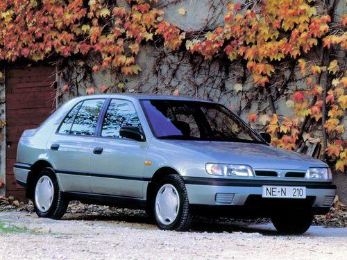 Фото автомобиля Nissan Sunny N14, ракурс: 315 цвет: серебряный