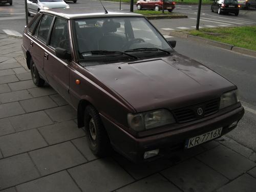Фото автомобиля FSO Polonez 2 поколение [рестайлинг], ракурс: 45