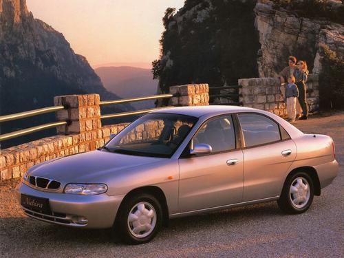 Фото автомобиля Daewoo Nubira J100, ракурс: 45