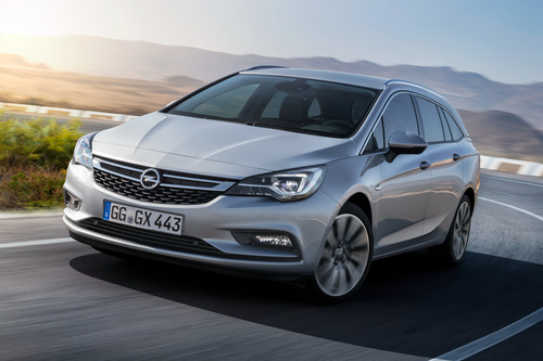 Фото автомобиля Opel Astra K, ракурс: 45 цвет: серебряный