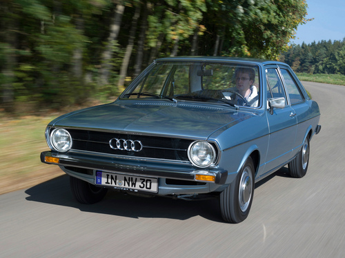 Фото автомобиля Audi 80 B1, ракурс: 45