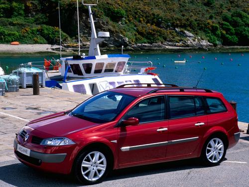 Фото автомобиля Renault Megane 2 поколение, ракурс: 45 цвет: красный