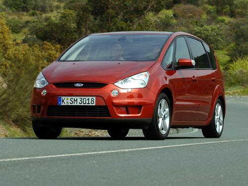 Фото автомобиля Ford S-Max 1 поколение, ракурс: 45 цвет: красный