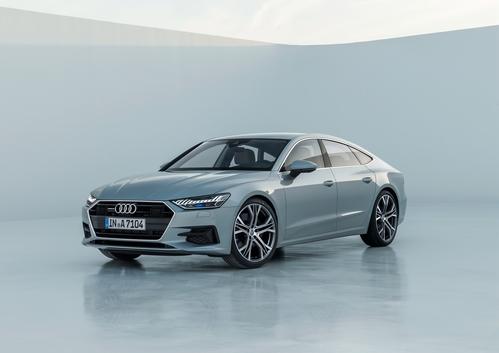 Фото автомобиля Audi A7 C8, ракурс: 45 цвет: серебряный