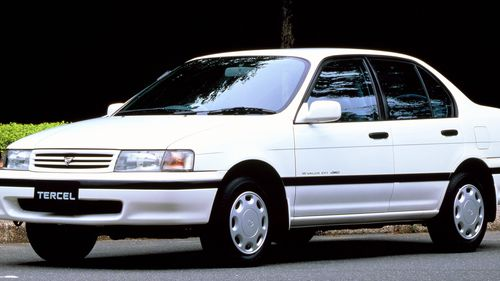 Фото автомобиля Toyota Tercel L40, ракурс: 45 цвет: белый