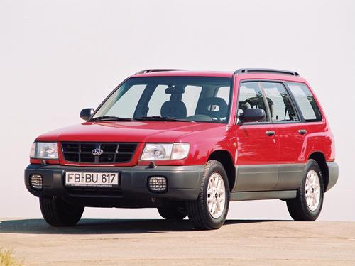 Фото автомобиля Subaru Forester 1 поколение, ракурс: 45 цвет: красный