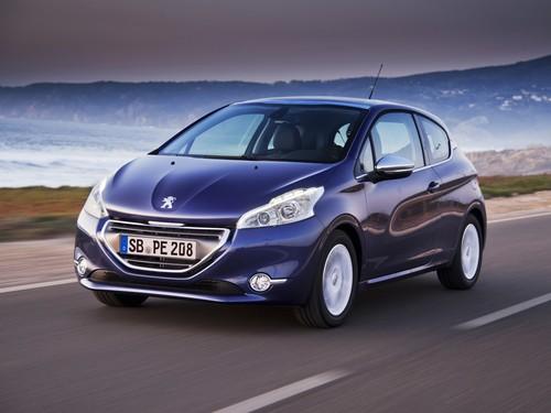 Фото автомобиля Peugeot 208 1 поколение, ракурс: 45 цвет: синий