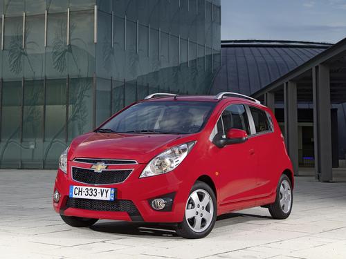Фото автомобиля Chevrolet Spark M300, ракурс: 45 цвет: красный