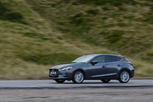 Фото автомобиля Mazda 3 BM [рестайлинг], ракурс: 45 цвет: серый