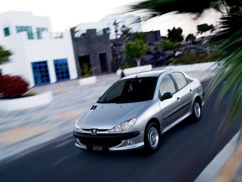 Фото автомобиля Peugeot 206 1 поколение [рестайлинг], ракурс: 45 цвет: серебряный