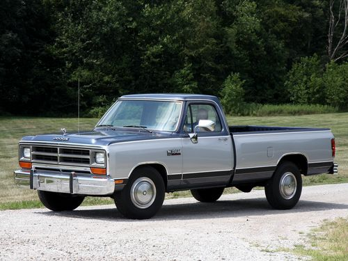 Фото автомобиля Dodge Ram 1 поколение, ракурс: 45 цвет: серый