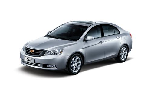 Фото автомобиля Geely Emgrand EC7 1 поколение, ракурс: 45 цвет: серебряный