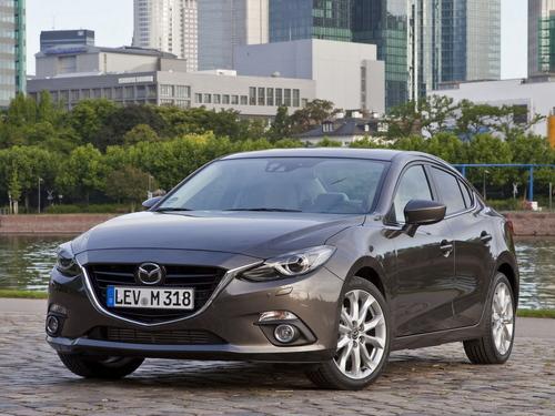 Фото автомобиля Mazda 3 BM, ракурс: 45 цвет: коричневый