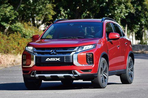 Фото автомобиля Mitsubishi ASX 1 поколение [3-й рестайлинг], ракурс: 45 цвет: красный