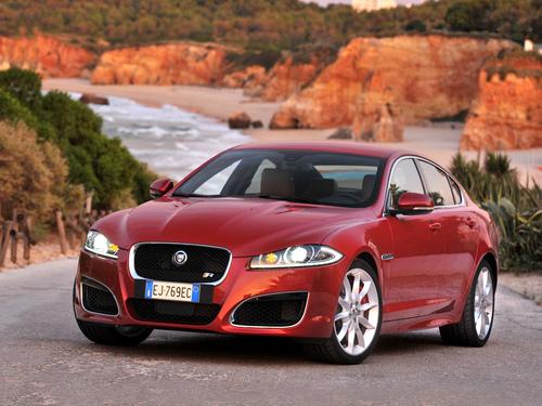 Фото автомобиля Jaguar XF X250 [рестайлинг], ракурс: 45 цвет: красный